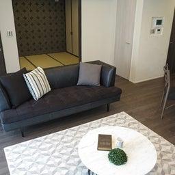 画像 グレー色の内装にブラック色の家具を提案したコーデ!グレー色のチェアもかっこいい! の記事より 12つ目