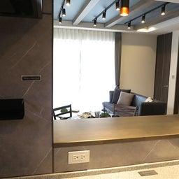 画像 グレー色の内装にブラック色の家具を提案したコーデ!グレー色のチェアもかっこいい! の記事より 8つ目