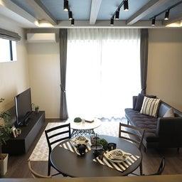 画像 グレー色の内装にブラック色の家具を提案したコーデ!グレー色のチェアもかっこいい! の記事より 13つ目