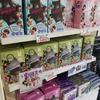 新大久保のスーパーにある、驚きのアイドルグッズの画像