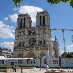 パリのノートルダム寺院の今の画像