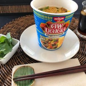 タイのカップヌードル トムヤムクリーミー味ほかの画像