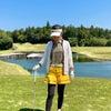 トラディショナル×ポップなゴルフウェアコーデの画像