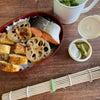 鮭海苔弁当と皿うどんの画像