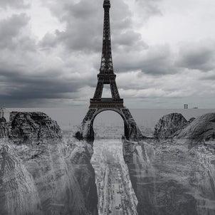 パリに突如、現れた峡谷の画像