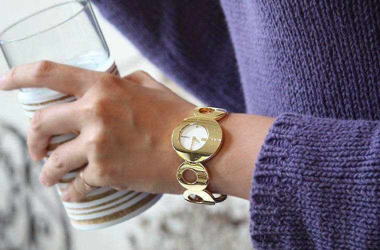 アクセサリー感覚で身に付けられるブレスレットウォッチ。北欧腕時計ブランド「コプハ」のレディースウォッチ「O(オー)」。