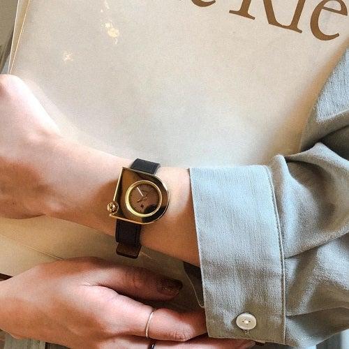 ヨーロッパの新幹線TGVの設計者ロジャー・タロンがデザインした世界的有名な腕時計、リップを代表するマッハ2000ミニ。