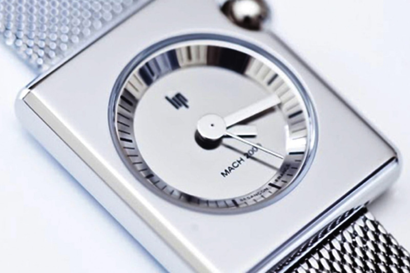 LIP(リップ)を代表する、色褪せない世界的有名な腕時計マッハ2000のスクエア。