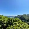 海と山と青空との画像
