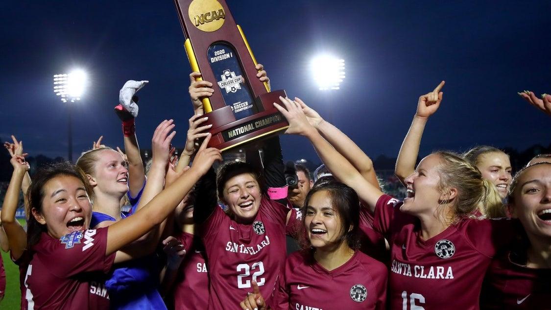 アメリカ大学サッカーの全国大会決勝戦がユーチューブでご覧いただけますの記事より