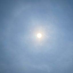 画像 ハロが見える空 の記事より 1つ目