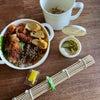 ホルモン揚げ弁当とアスパラとしめじと豚肉の味噌炒めの画像