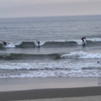 水冷てぇ〜〜な今日の波・・・