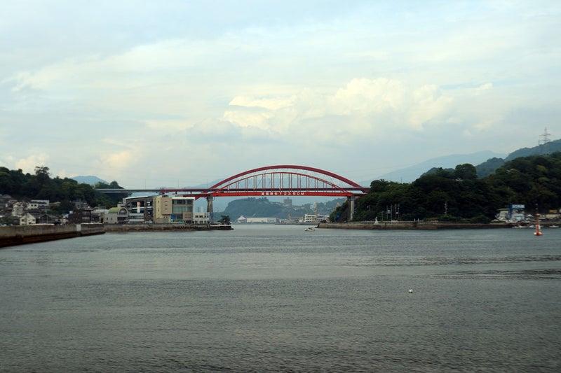 音戸の瀬戸。音戸大橋と第二音戸大橋が並んで重なってならんでいます。