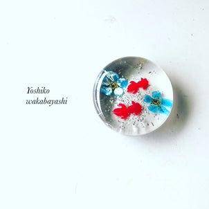 暑さとともに人気もUP!! 夏の金魚と青いお花の箸置きの画像