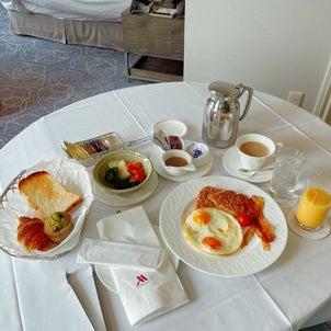 ホテルでお仕事。の画像