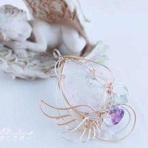レアな水晶を使った、ふんわり天使ペンダントの画像