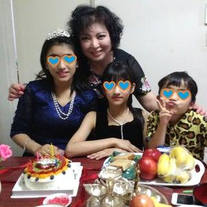 姉妹・姉の誕生会~^^~!ガタイがいいので大人ドレスで背伸びする!の画像