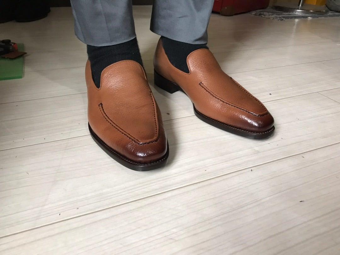 カッチリ革靴とスニーカーの中間的シューズ!