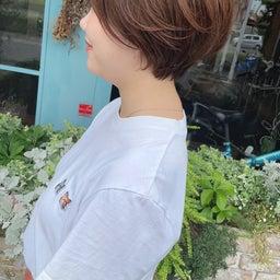 画像 カットで変わる!くせ毛でまとまらなかったショートヘアから大変身 の記事より 4つ目