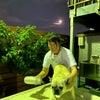 満月の下での画像
