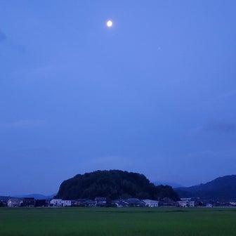 月とお散歩~