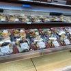 メガドンキ 「DX鮭のっけのり弁当と富良野生ビール」 (茨城 水戸)