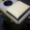 「hajimeレーザー」オリムピック:レジャークーラーに座布団設置