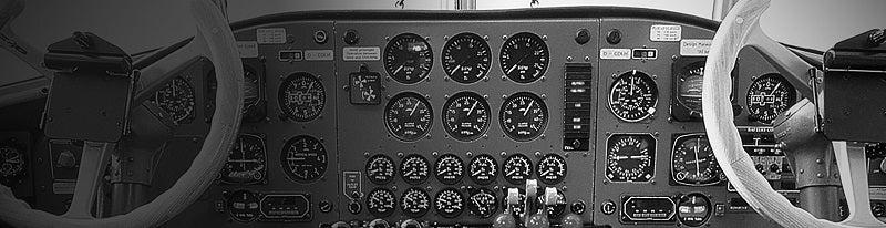 """世界的有名な航空機 """"D-AQUI"""" の コックピット計器"""