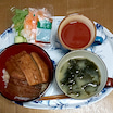 今日の晩ごはん。 鰻丼(うなぎ)、大根サラダ、味噌汁。 美味しくいただきました(^^♪。