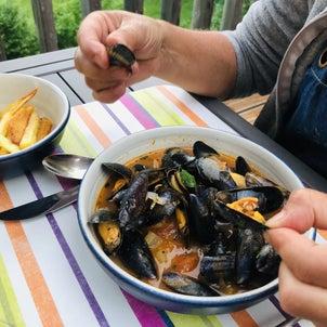 フランスのレストランメニュー定番 【ムール・フリット】正式な食べ方。 ムール貝&フライドポテト の画像