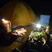 テントサイトで焚き火「岩尾内湖白樺キャンプ場」