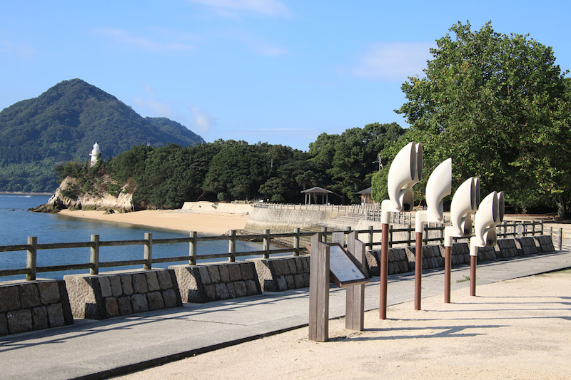 大久野島の第一桟橋付近にあるうさぎの耳を模したオブジェ