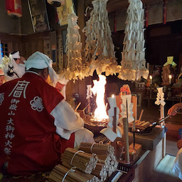 画像 竹之高地不動社の護摩祈祷 の記事より 13つ目