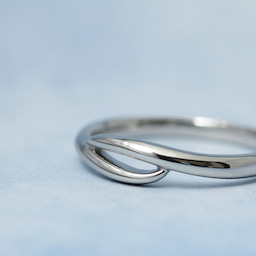 画像 誰もいない海をひとり占め!波モチーフの個性的な結婚指輪も♪【AFFLUX京都雅店】 の記事より 5つ目