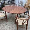 伸長式のテーブルの画像