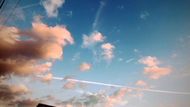夕焼け空と飛行機雲 image