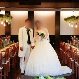 画像 ウェディングレポート スカラップ調のグリッターレースが華やかなウェディングドレス の記事より 3つ目