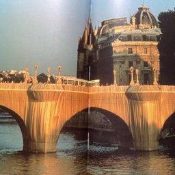画像 梱包された凱旋門(クリスト)について の記事より 3つ目