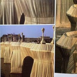 画像 梱包された凱旋門(クリスト)について の記事より 4つ目