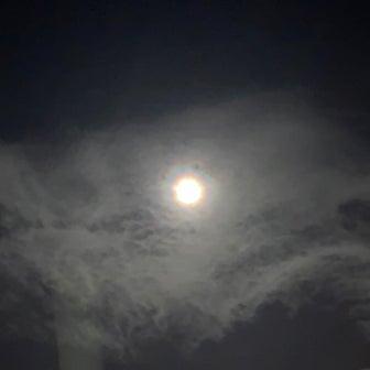中秋の名月 月のまわりが虹!