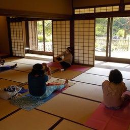 画像 夏日!鮮やか緑の日本庭園でたっぷりヨガ体験【写真・動画】 の記事より 5つ目