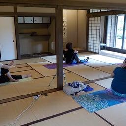 画像 夏日!鮮やか緑の日本庭園でたっぷりヨガ体験【写真・動画】 の記事より 6つ目