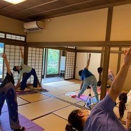 画像 夏日!鮮やか緑の日本庭園でたっぷりヨガ体験【写真・動画】 の記事より 1つ目