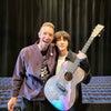 クリスさんのジンさんへのギタープレゼントの画像