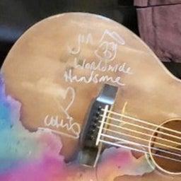 画像 クリスさんのジンさんへのギタープレゼント の記事より 3つ目