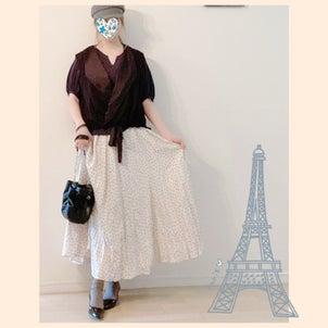★ドット柄サテンスカートで、モノトーン大人カジュアルコーディネート♪の画像