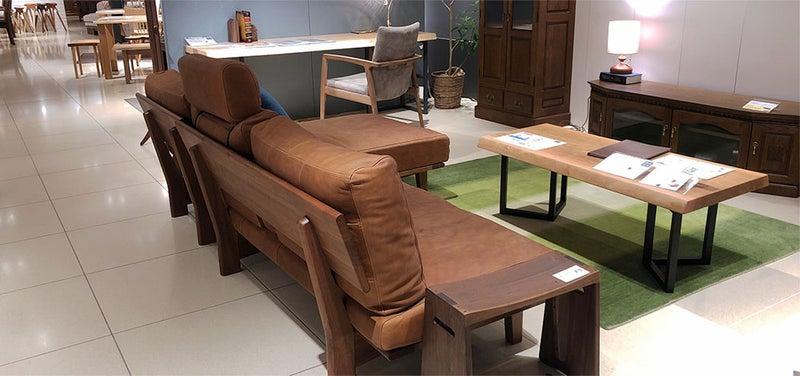 葉山家具 総革張りのソファ 背面