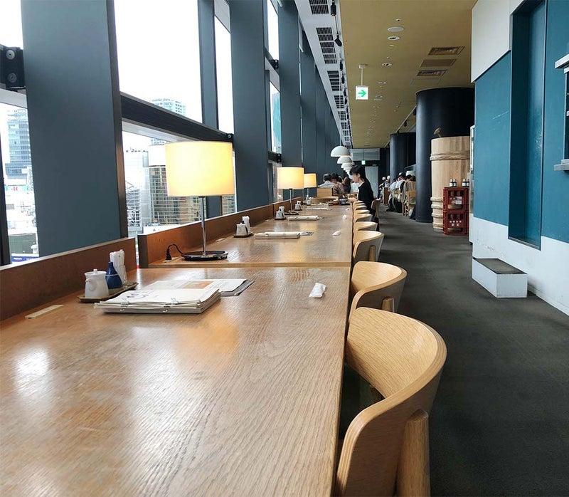 テーブルランプが素敵なカフェ d47 食堂01