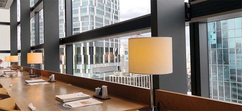 テーブルランプが素敵なカフェ d47 食堂02